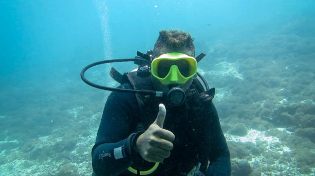 This diving hand signal is used to tell others that you want to go up and that you are ending the dive. This is shown with a thumbs up.